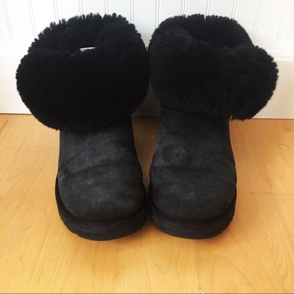 71a40d6a69f UGG Boots 5803 Bailey Button